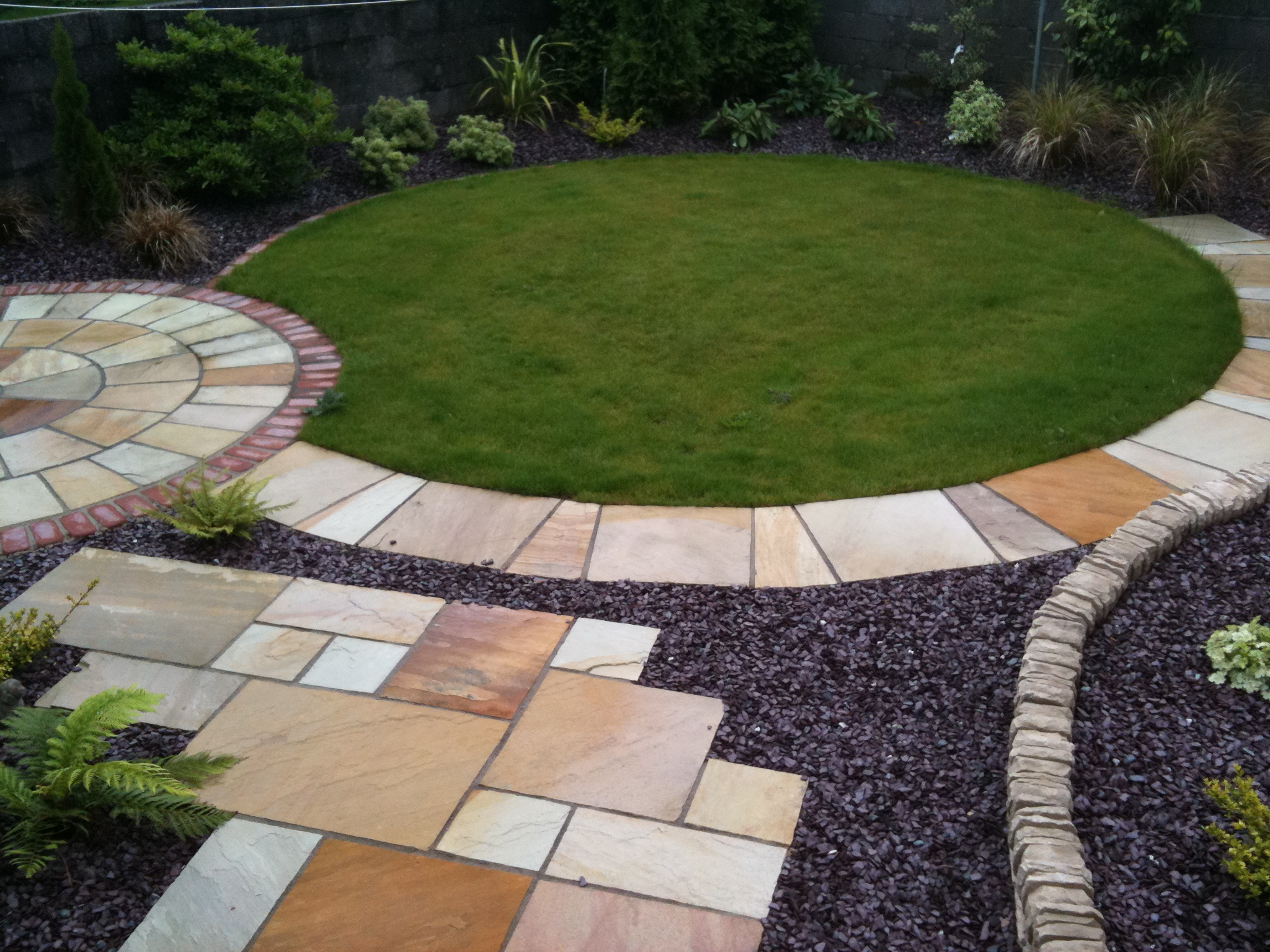 View pictures and photos for d drummond landscaping for Circular garden designs