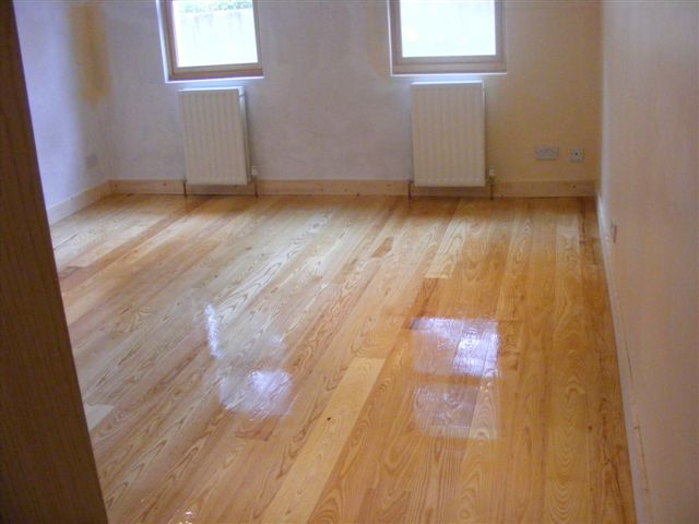 Description: The Beech 3 Strip laminate flooring will create a clean stylish design in any room. 7mm in thickness, this floor is easy to fit and maintain. Ideal for low traffic areas such as bedrooms, we advice to clean with FILA cleaner.  Intended Use: Low Traffic Area