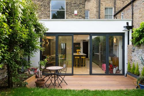 FLAT ROOF MODERN EXTENSION