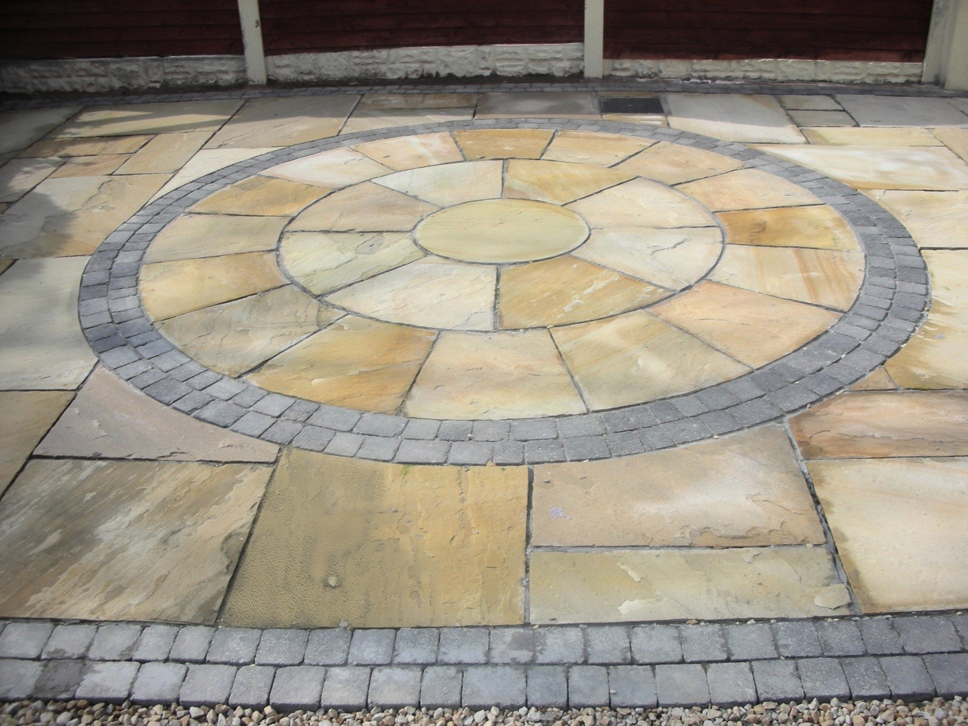 Indian Sandstone circle with Charcoal Brick edging
