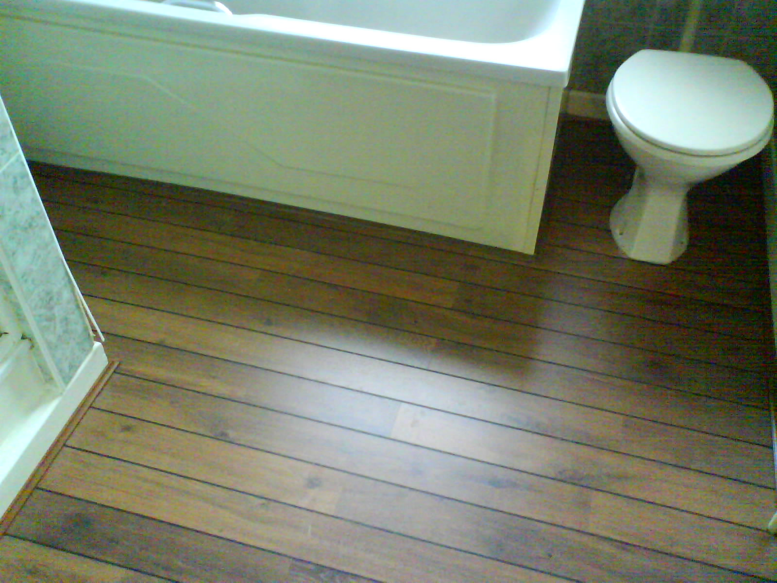 Laminate wood flooring in a bathroom 2017 2018 best for Bathroom laminate flooring