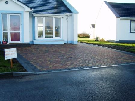 DRIVEWAY AREA: SLANE RUSTIC WITH RAVEN KERB BLOCK