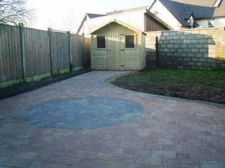 PATIO AREA: CURRAGH GOLD WITH RAVEN CIRCLE & BORDER