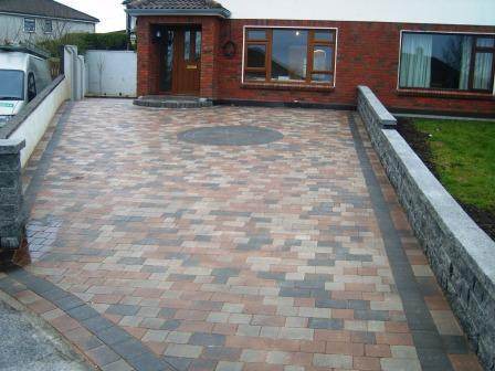 DRIVEWAY AREA: SYCAMORE WITH DAMSON CIRCLE & BORDER