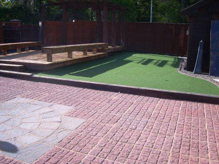PATIO & PUTTING GREEN AREA