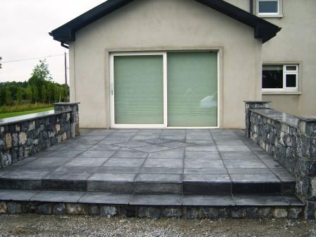 PATIO AREA WITH LIMESTONE WALLING: