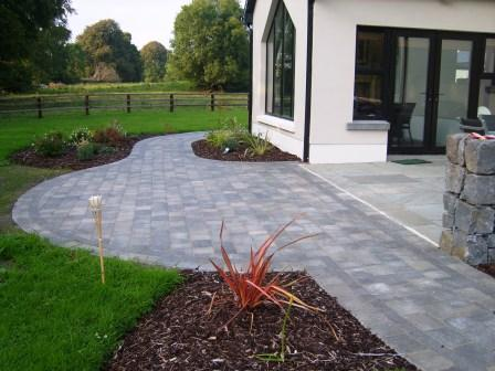 Tegula Slate with Slate Setts & Charcoal Kerbstone