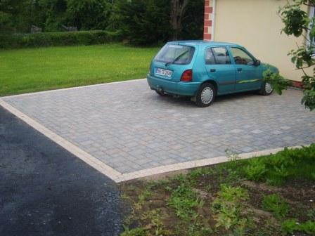 DRIVEWAY AREA: ROMA WITH MAYFAIR SETTS