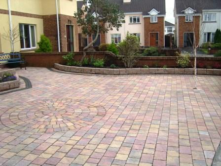 DRIVEWAY AREA: MELLIFONT RUSTIC WITH CIRCLE & RAVEN SETTS