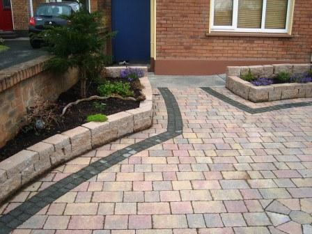 DRIVEWAY AREA: MELLIFONT RUSTIC WITH RAVEN SETTS / CONNEMARA WALLING / TAN / NATURAL