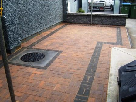 PATIO AREA: SLANE CURRAGH GOLD WITH RAVEN BORDER