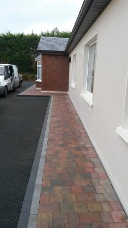 Lismore Rustic with Charcoal Kerb Stone & Natural Setts