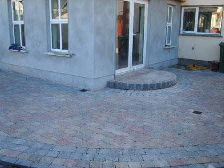 PATIO AREA: TEGULA HEATHER WITH CHARCOAL BORDER & KERBING