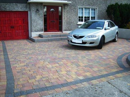 DRIVEWAY AREA: MELLIFONT RUSTIC WITH RAVEN BORDER