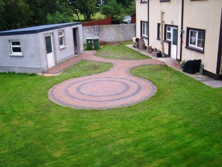 Patio with Mellifont Curragh Gold withRaven Setts & Border